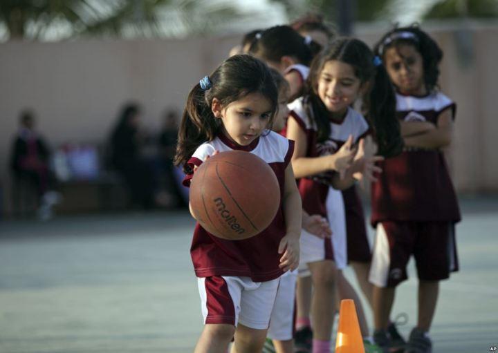 sumber berita: http://www.voaindonesia.com/content/bola-basket-lebih-dari-sekedar-permainan-bagi-perempuan-saudi/2502907.html