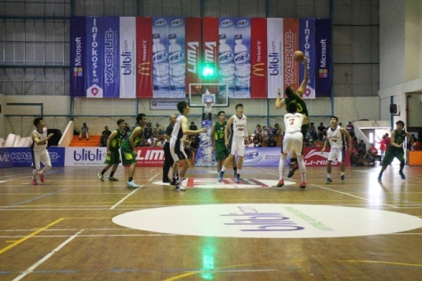 menit pertama pertandingan antara UPH VS Perbanas