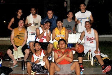 Ershad bersama komunitas basket tempat dia bermain