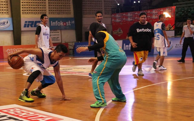 Raisa vs Insane (Bapak Streetball Indonesia) di LIMA Nationals Sebagai bintang tamu