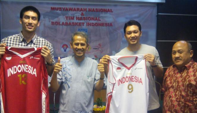 Pebasket tim nasional Indonesia, Christian Ronaldo (kiri). (Ochi April/VIVA.co.id)