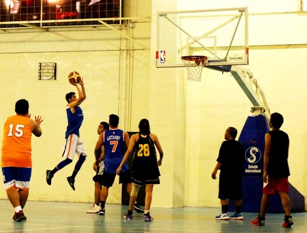 Aksi para pemain Ghostz Basketball Community di court