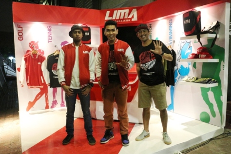 Rico Haleluya (kiri) bersama Insane dan ngobrolbasket di LIMA nationals 2015 Surabaya