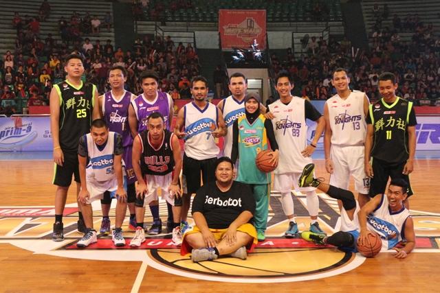 """Rico """"Haleluya"""" (menggunakan jersey Jordan 23)  saat menjadi bintang tamu di Lima Nationals 2015 Surabaya"""