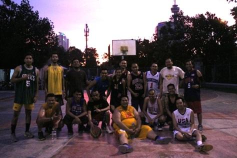 Asep Suaji bermain di komunitas basket Monday Stweetball