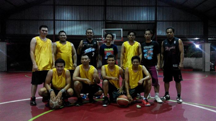 Deni Sartika pemain dari Bima Sakti ikut bermain di komunitas 86basketballer