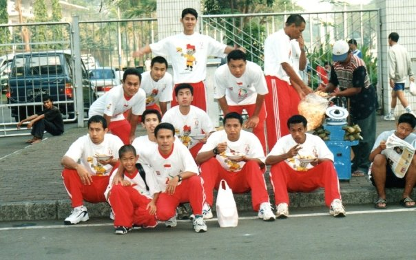 Rocky Padila bersama pemain-pemain pelatnas sea games tahun 97.