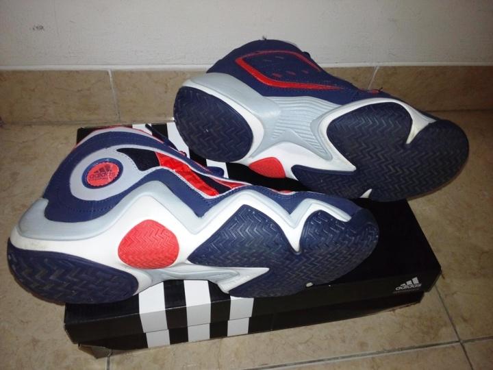 Kondisi sepatu tampak bawah dan samping
