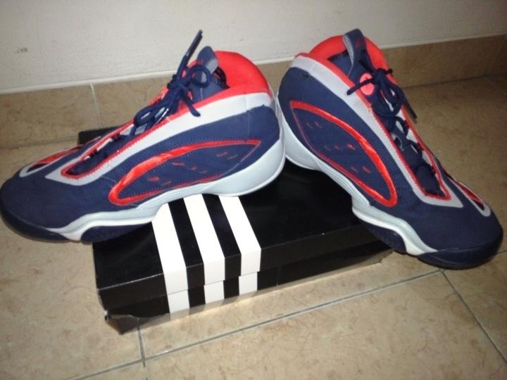 Kondisi sepatu tampak sisi dalam dan atas