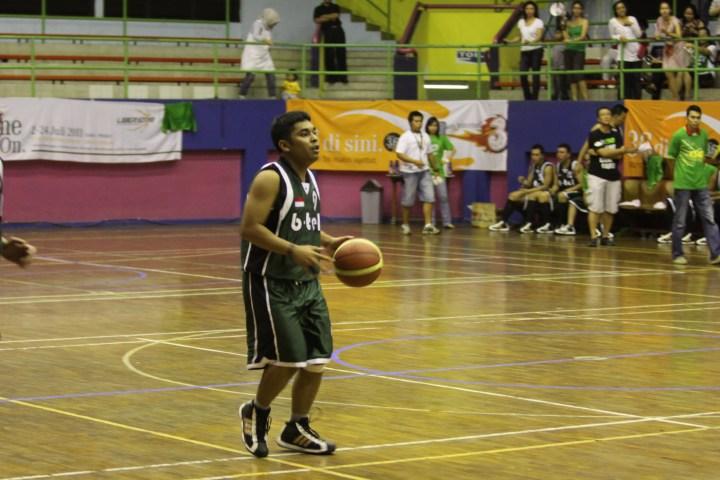 Anjar Pratisto saat dilapangan Basket