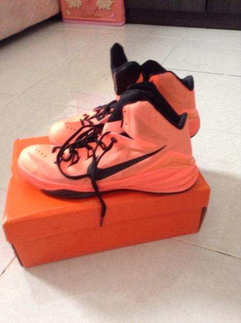 Nike Hyperdunk 2014 tampak samping