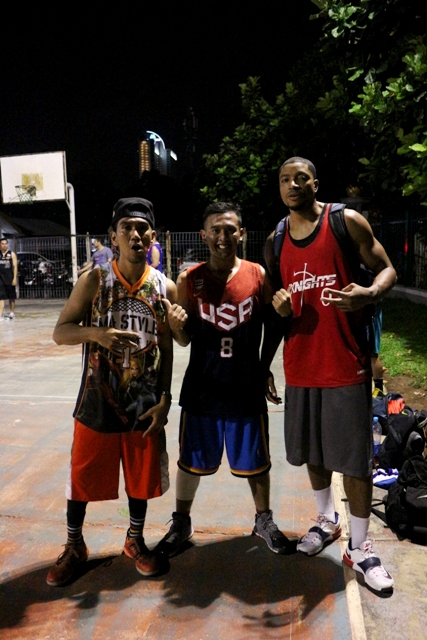 Jamar Jhonson dengan salah satu Founder Monday Stweetball & bapak Streetball Indonesia  Richard Insane (kiri).