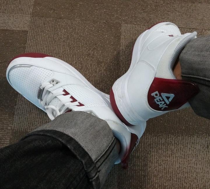 Sepatu peak saya saat dipakai di kantor