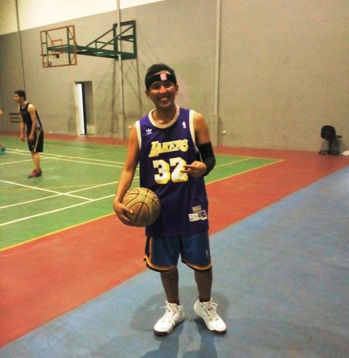 Memakai PEAK untuk dicoba bermain basket