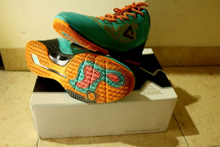 Peak Tony Parker 2, Design sol sepatunya berwarna-warni