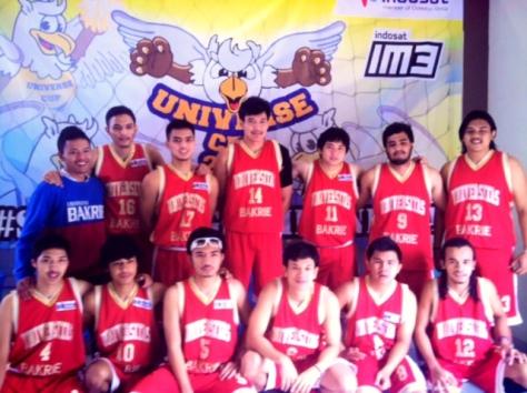 Viki Dwi Laksono bersama team Bakrie University