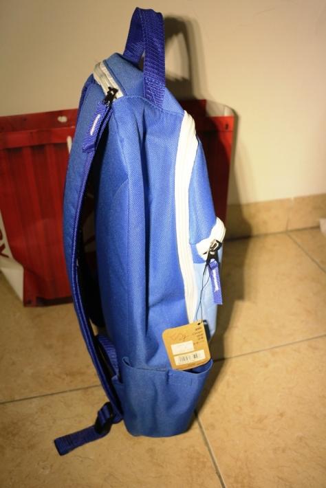 Tas Backpack Rebbok tampak Samping