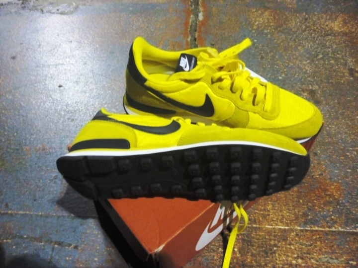 Nike Internationalist Seri Bruce Lee tampak bawah dan samping