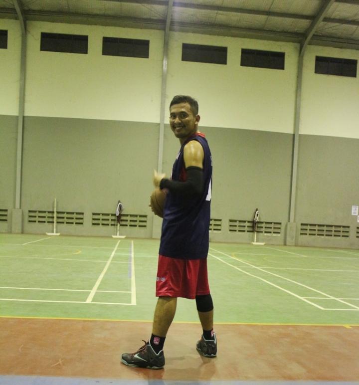 ngobrolbasket saat mencoba sepatu Nike Lebron11 di court