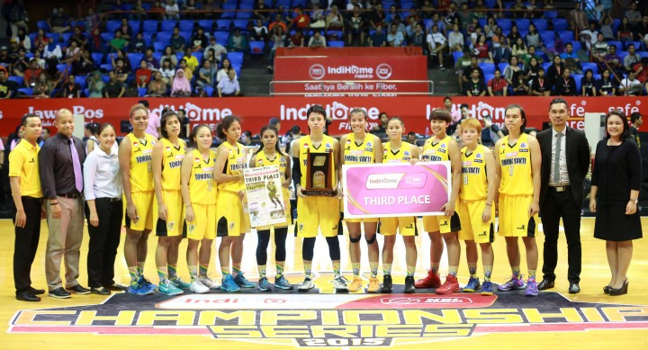 Tomang Sakti Mighty Bees Jakarta berhasil merebut peringkat ketiga setelah mengalahkan Merah Putih Predators Jakarta di Hall Basket Senayan, Jakarta, Jumat (8/5).