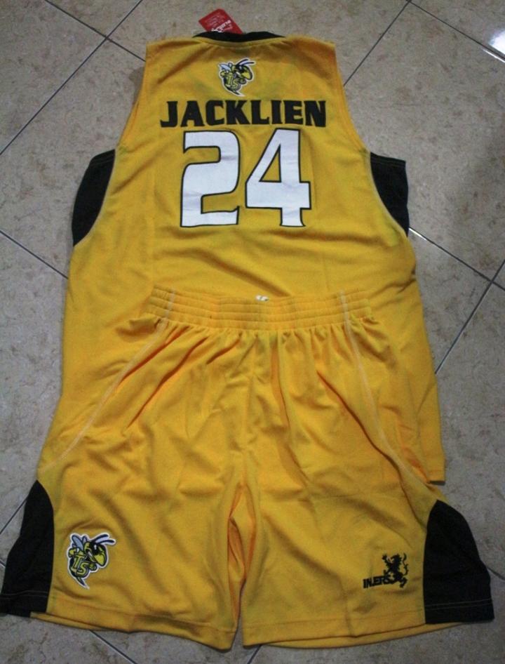 Jersey Jacklin Ibo warna kuning tampak belakang