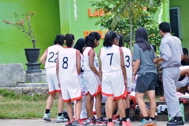 Geralda bersama team basket sekolahnya SMA VIDATRA Bontang, Kalimantan Timur