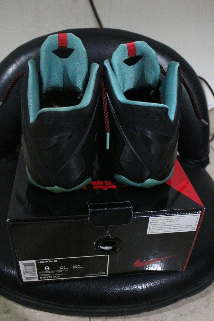 Lebron11 tampak belakang (Cek Boxnya, ada size, kode sepatu dan nike Seller NIKE Indonesia)