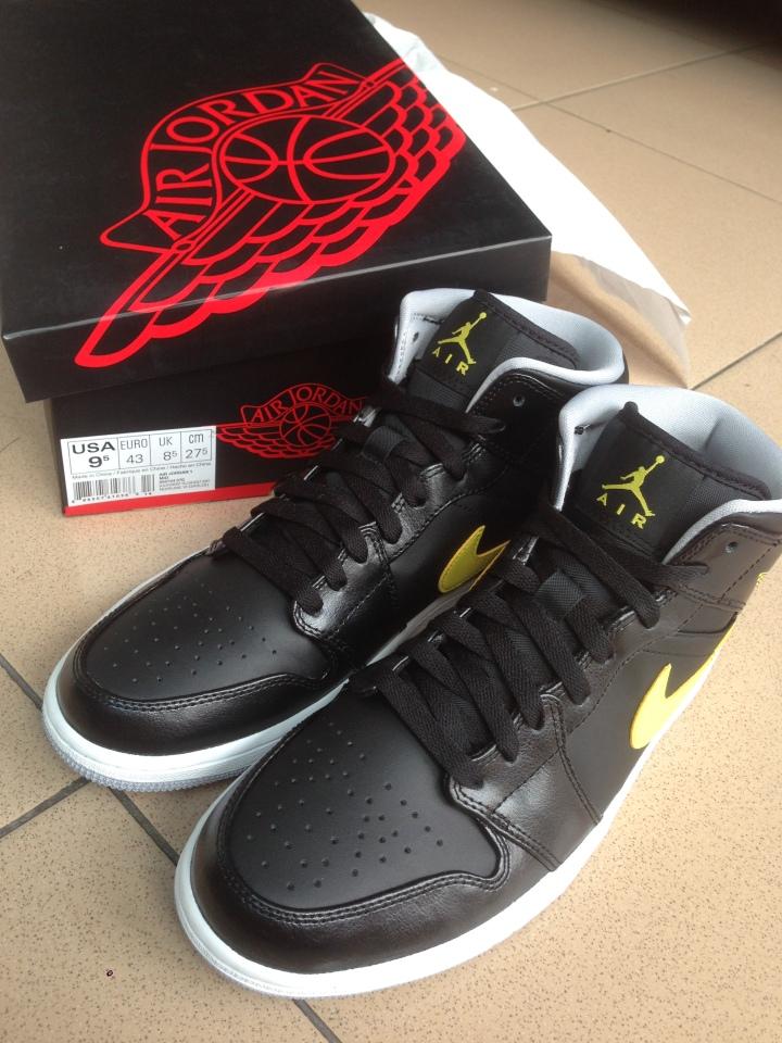 Air Jordan 1 Tampak depan dan atas  with box