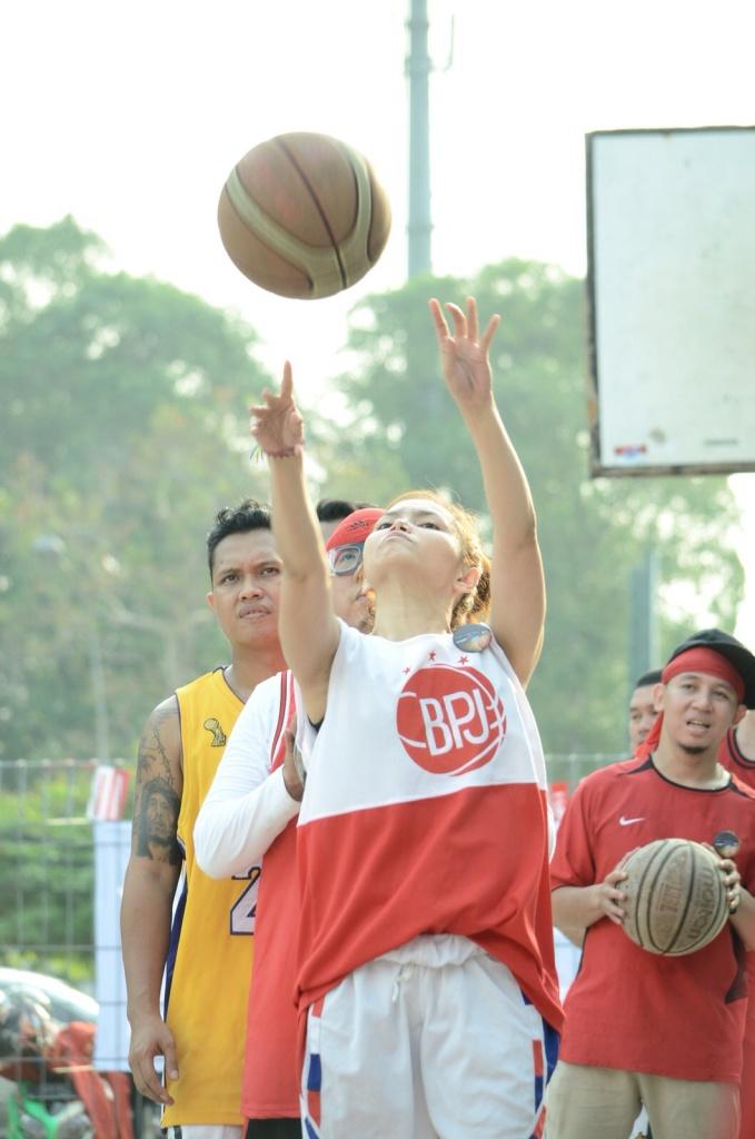 Aksi Ibeth Idol saat dilapangan Basket