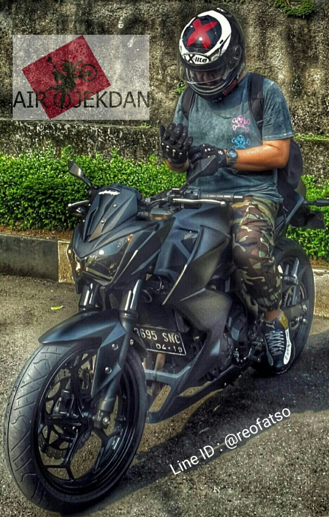 Reo Sudarsono mengendarai Kawasaki Z250 saat menjadi driver Air-Jekdan