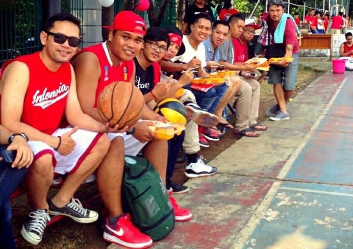 Big Patimura bersama komunitas basket Monday Stweetball