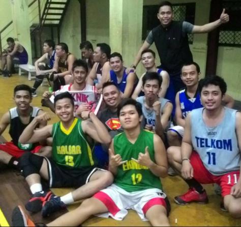 Bimo bersama club basket di Pontianak