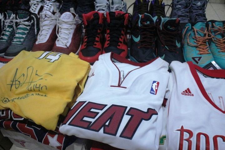 Beberapa koleksi yang akan dijual di bazar Peduli kabut Asap