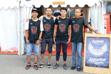 (ki-ka: Ricard Insane, Ali Budimansyah, Wulan, Bambang Hermansyah) Juri, Penggagas dan inisiator TGIF Championship dan IOXC Indonesia