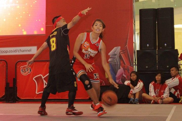 TETAP SERU: Suasana pertandingan Loop 3X3 Celebrity Challenge dalam rangkaian Loop 3X3 Competition National Championship.