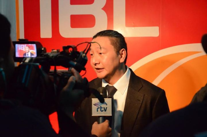 Komisioner IBL Hasan Gozali saat diwawancara media