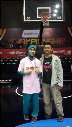 Azhar Mendukung Raisa di Final WNBL 2014 di Jakarta