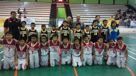 peserta Kompetisi Bola Basket Perbasi jakarta Barat 2016 berfoto bersama dengan Bapak Danny Kosasih