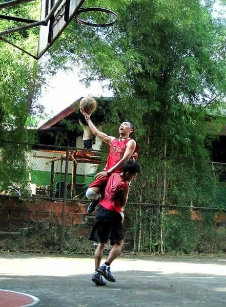 Aksi Dadan saat dilapangan Basket