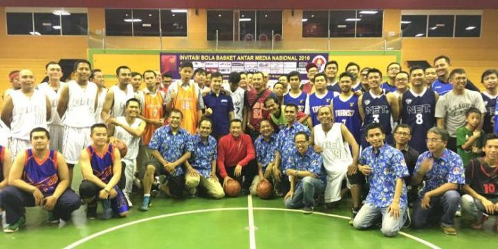 Menteri Pemuda dan Olahraga (Menpora) Imam Nahrawi meresmikan bergulirnya ajang basket jurnalis bertajuk Invitasi Bola Basket Antar Media Nasional (IBBAMNAS) 2016 di GOR Soemantri Brodjonegoro, Kuningan, Jakarta, Senin (11/4)