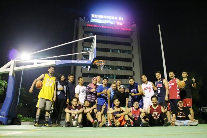 """Komunitas """"Basket Bugar Bersama Kemenpora RI"""" Pertama yang bermain di kantor Kemenpora RI"""