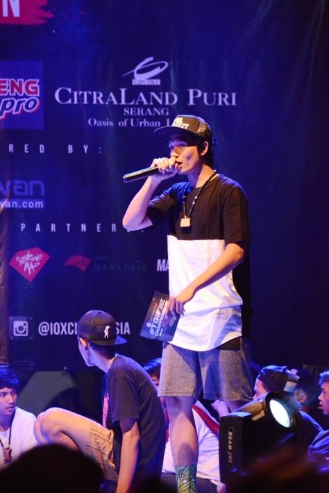 MC Abram saat diatas panggung IOXC 2016. Kekinian