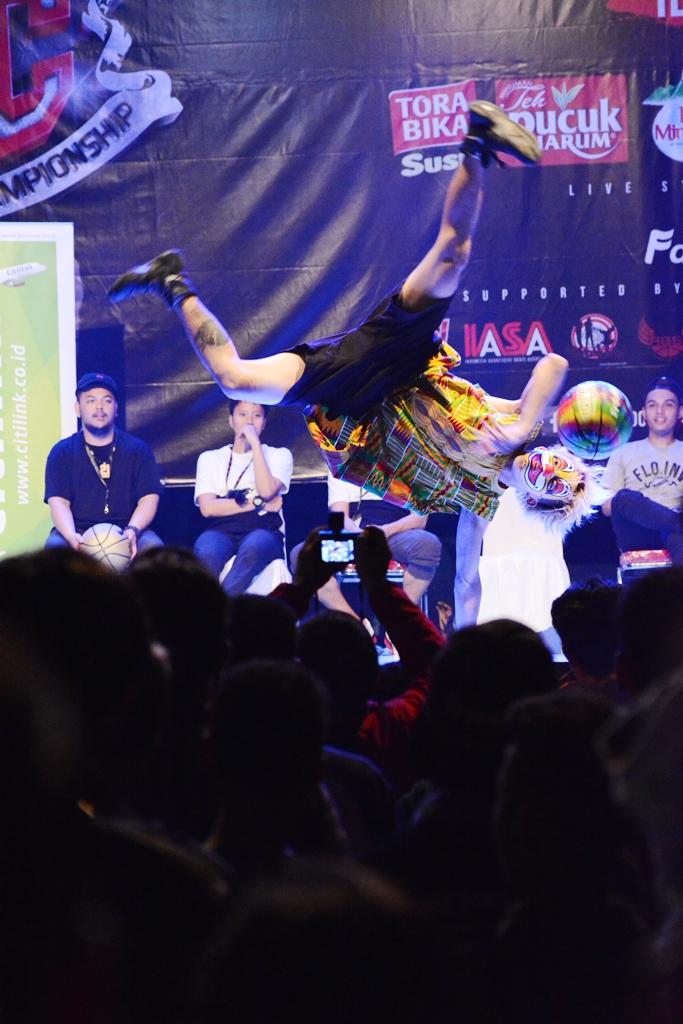 Aksi salah satu Juri Freestyler basketball IOXC 2016 dari jepang BUG