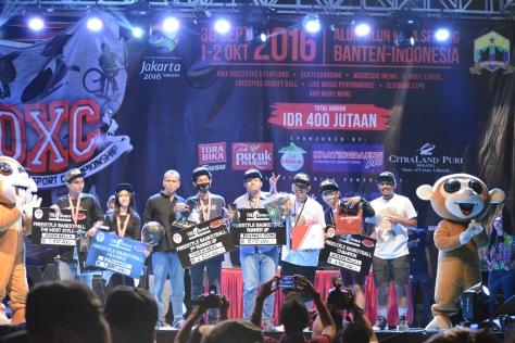 Para Juara Frrestyle Basket IOXC 2016 nersama Bapak Bambang Hermansyah Selaku CEO IOXC dan Richard Insane ketua ABSI Indonesia