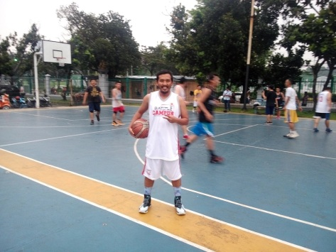 Mencoba Curry 2.5 di Monday Stweetball lapangan Outdoor